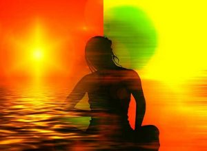 жена-медитира