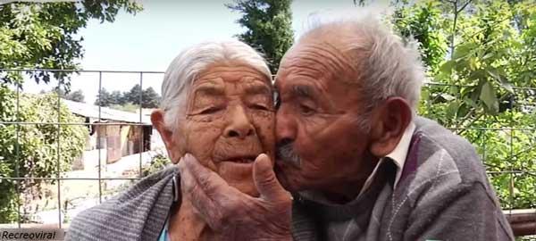възрастна-двойка