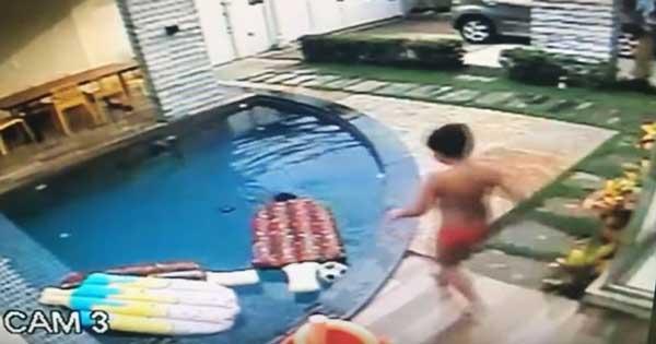 момче спасява брат си от удавяне