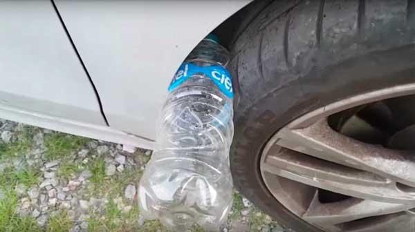 пластмасова-бутилка-в-гумата
