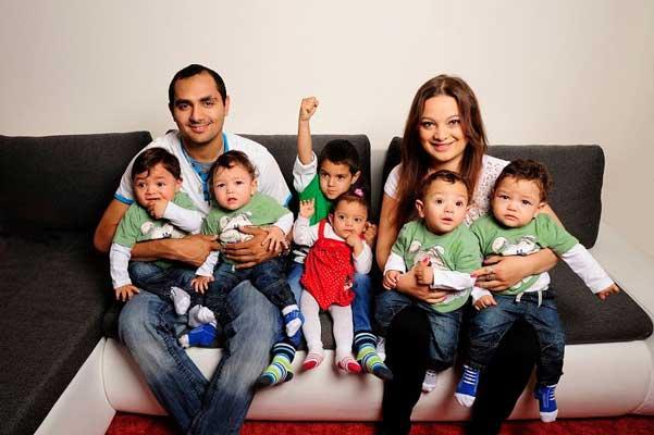 семейство-с-петима-близнаци