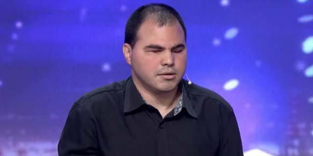 Сляпо-момче-изуми-всички-с-имитациите-си-в-България-търси-талант