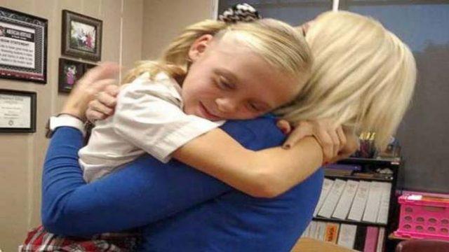 11-годишно-момиче-сирак-не-може-да-сдържи-радостта-си,-разбирайки,-че-най-накрая-е-осиновена!