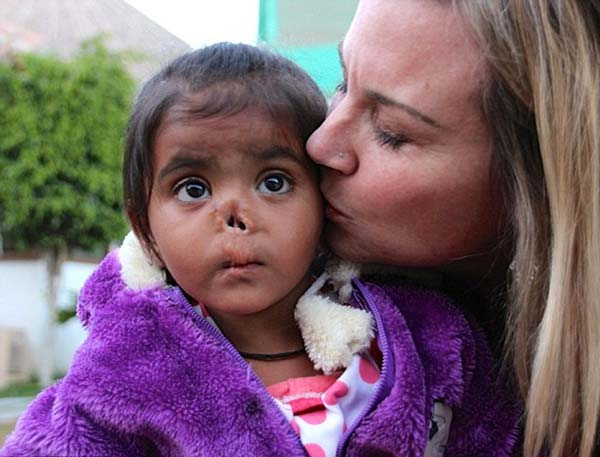 Кристен Уилямс преподава в американско училище. Тя нямала свое семейство и решила да си осинови дете, защото много обичала децата.