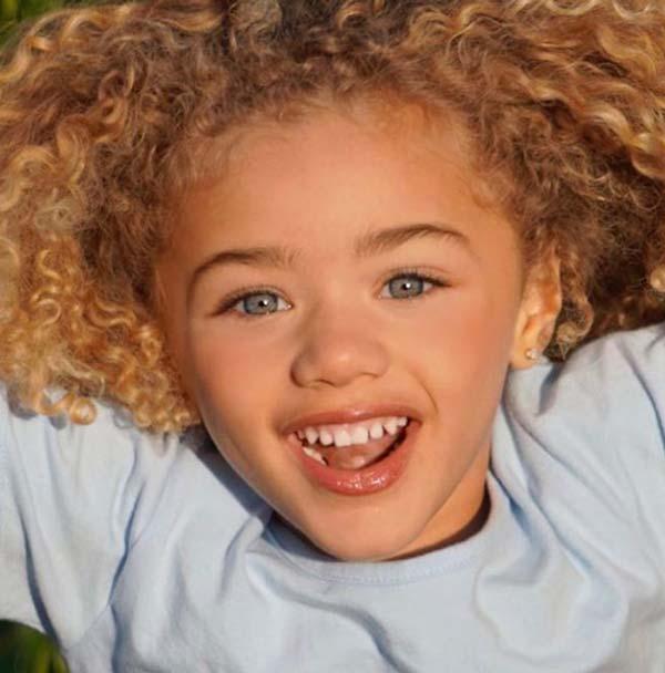 5-годишно-момиче-със-сини-очи-покорява-света-с-красотата-си
