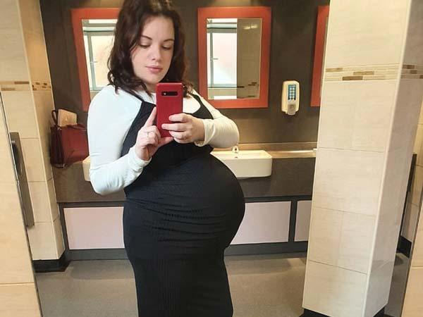 Жена родила абсолютно еднакви тризнаци, които сама не различава
