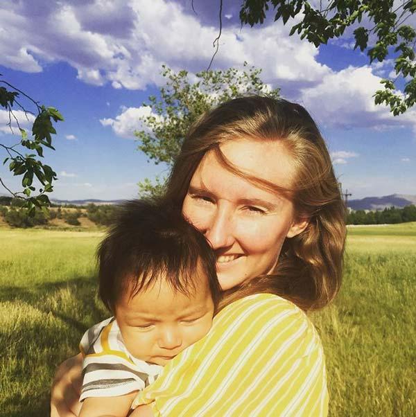 Бебе на 2 месеца неочаквано заговори и възхити интернет