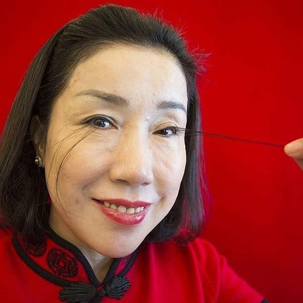 Жената с най-дълги мигли удвои своя рекорд